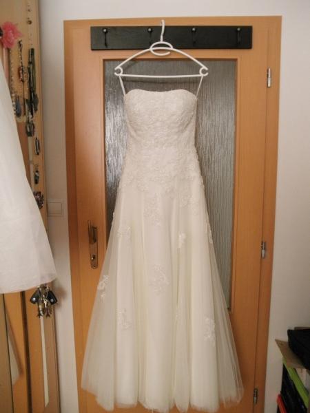 7268cc2def14 Predam luxusne svadobne saty (kremove) - Svadobné šaty - bazar ...
