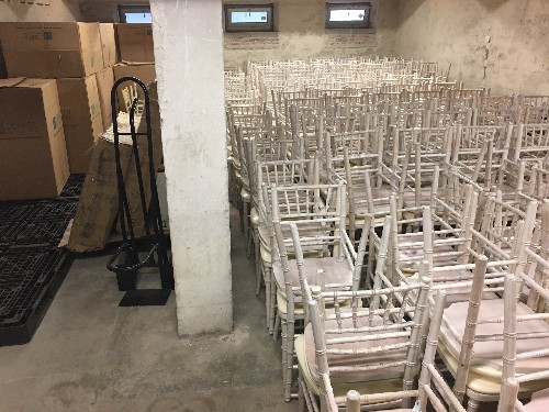 be41b011910b Predám Chiavari stoličky-250ks a 280ks - Stoličky - bazar - MAXbazar.sk